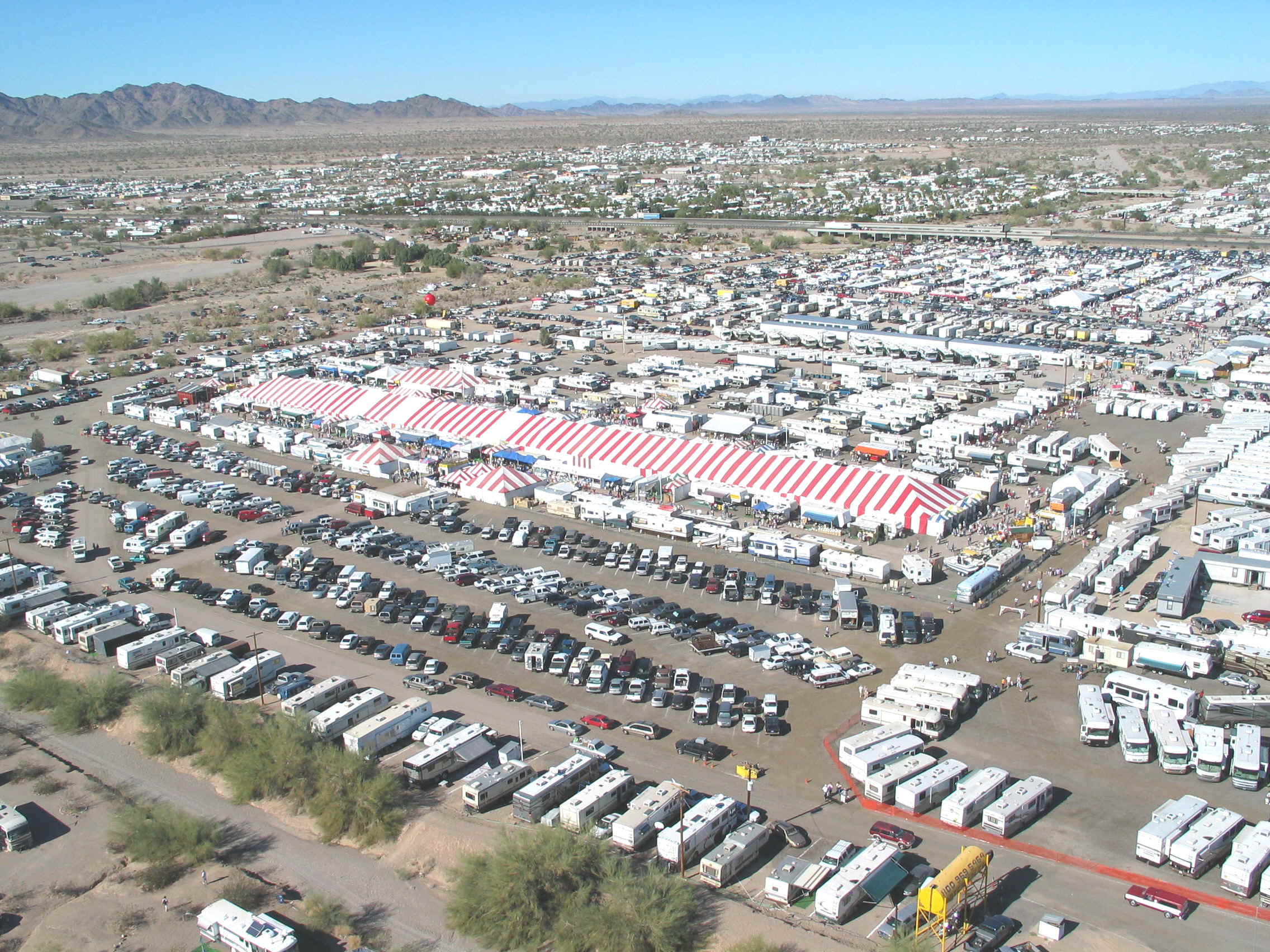Exposicion De Caravanas En Quartzsite Arizona Usa M 225 Gica