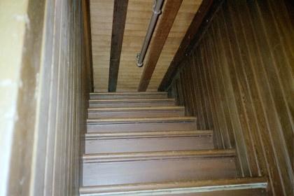 winchester-mistery-house-escalera.jpg