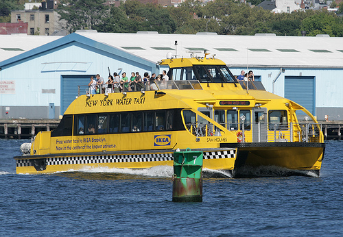 taxi-newyork-water